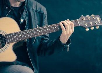 Jak hrát na kytaru akordy